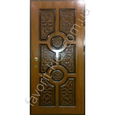Патинированная дверь с ручной долбежкой, вскрыта лаком