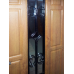 Входная дверь со стеклопакетом и ковкой, цвет «золотой дуб»